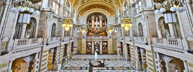 image inside of the Kelvingrove Art Museum