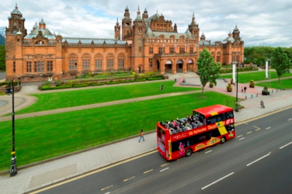 image of the CSG bus in front of Kelvingrove Art Gallery