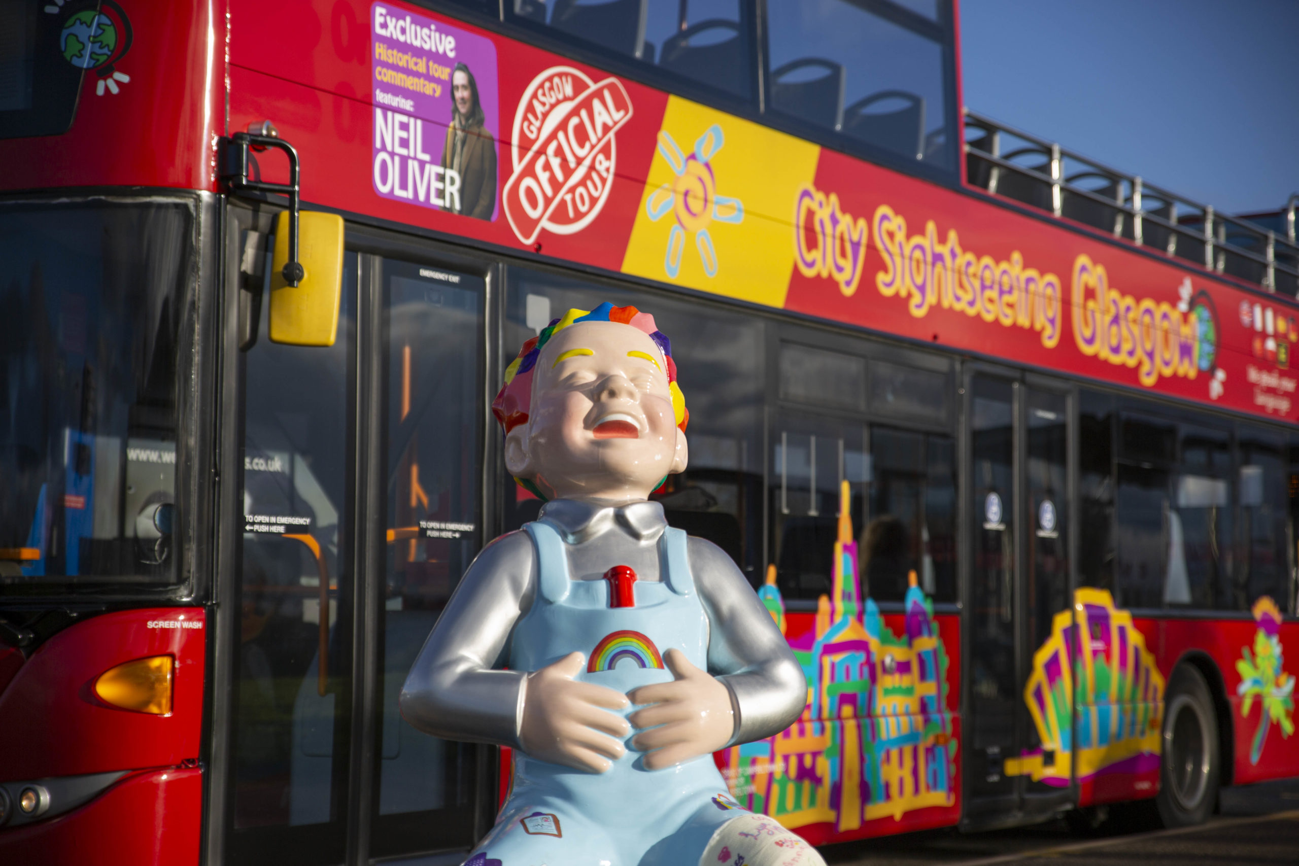 oor wullie statue infront of bus